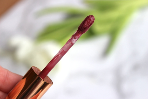 essence_water_kiss_glossy_lip_colour_1