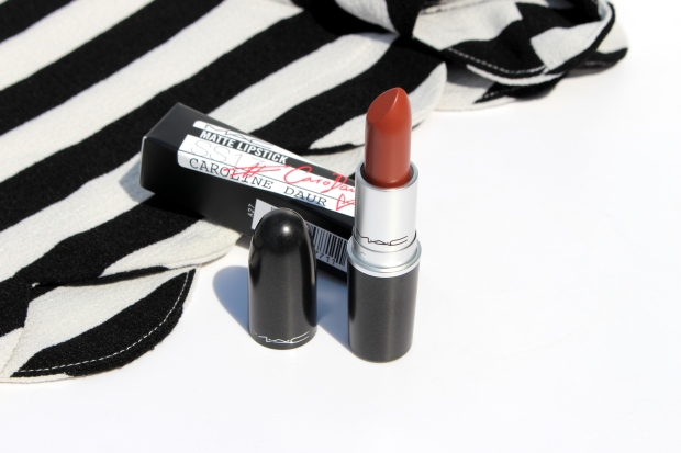 mac-caro-daur-lipstick-makeupinflight-1