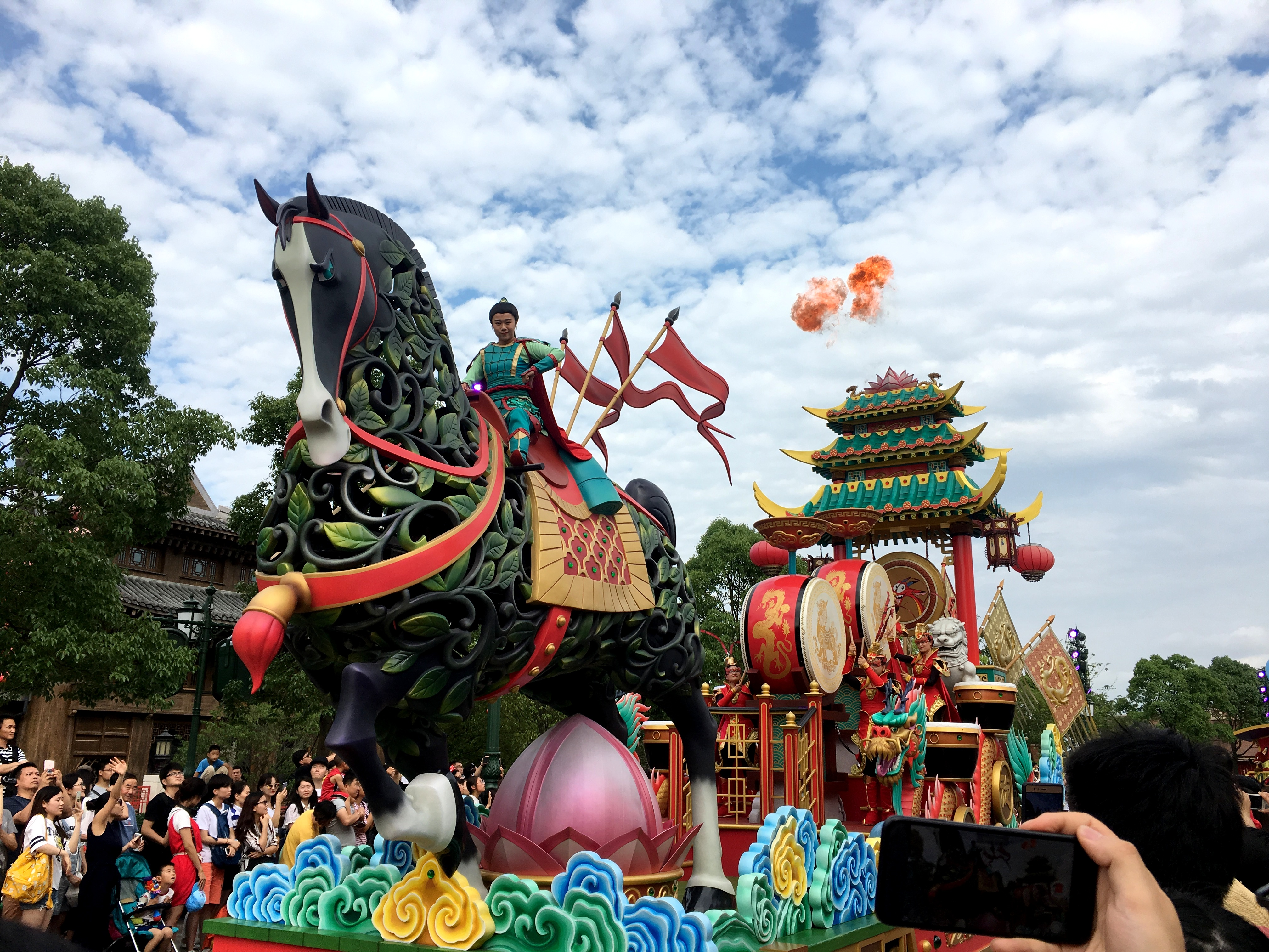shanghai-disneyland-mickeys-storybook-express-parade-5