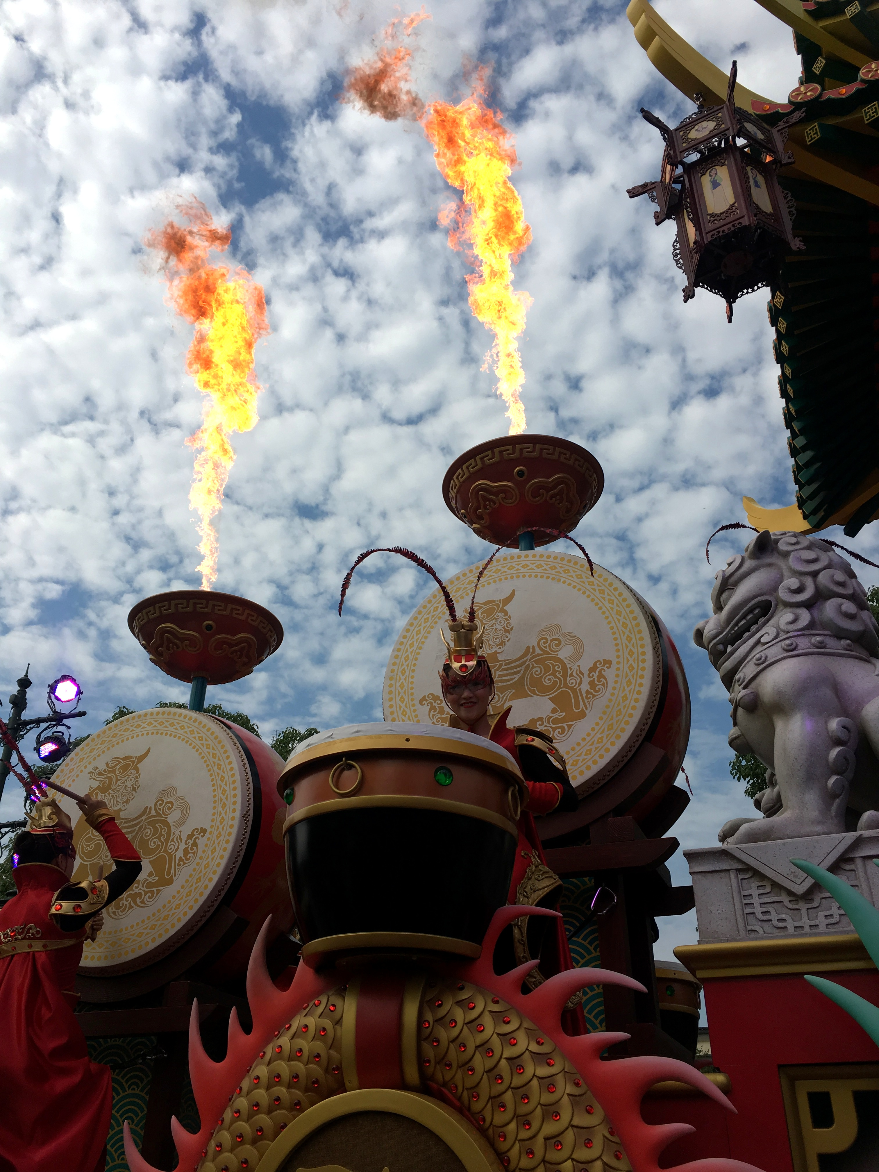 shanghai-disneyland-mickeys-storybook-express-parade-6