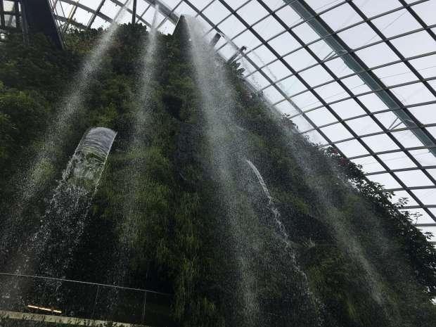 singapur-reisetagebuch-gardens-by-the-bay-cloud-forest-makeupinflight-3