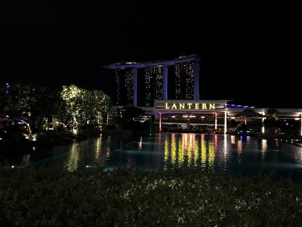 singapur-reisetagebuch-the-fullerton-bay-hotel-lantern-bar-makeupinflight
