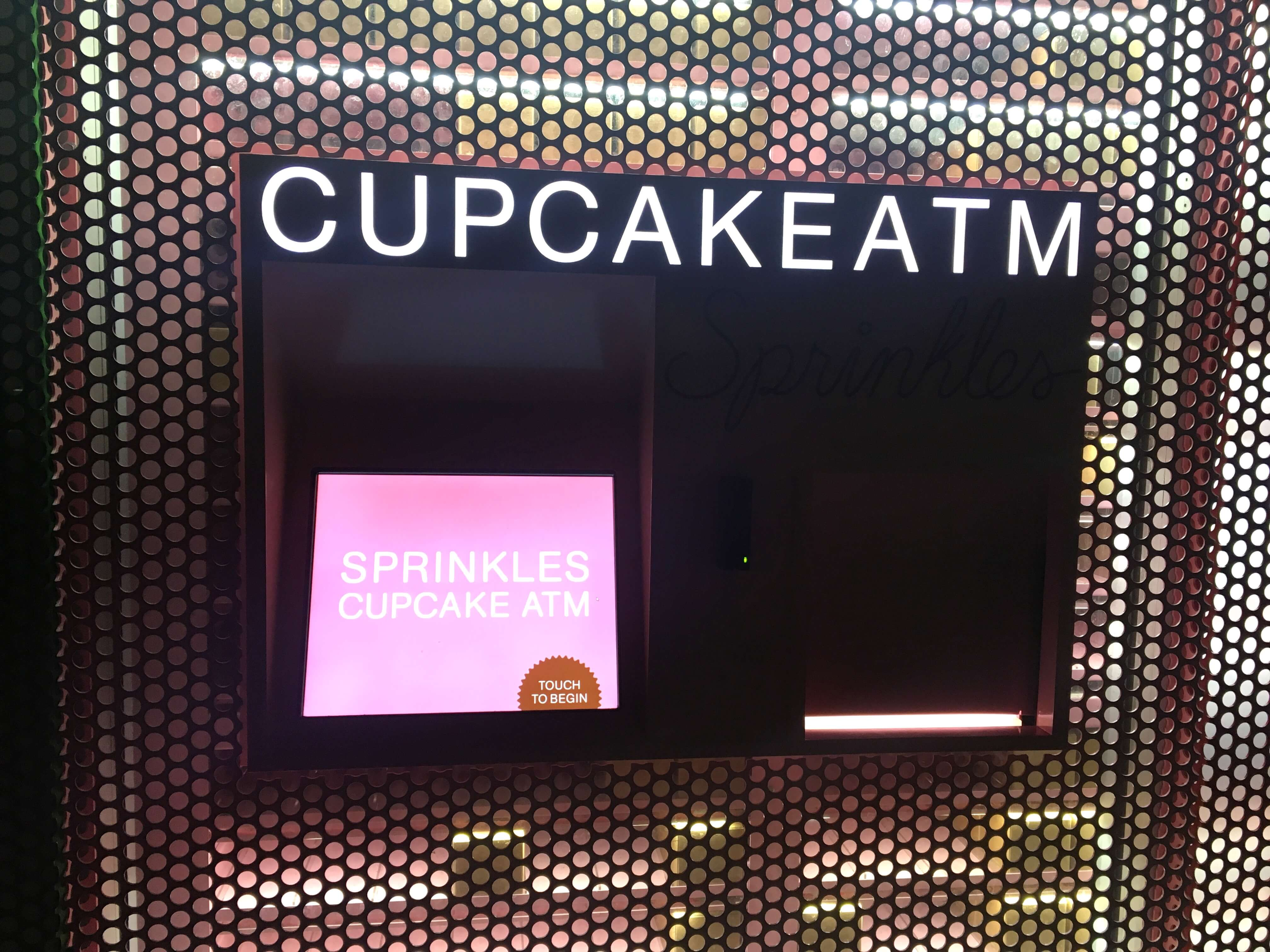 los-angeles-reisetagebuch-makeupinflight-sprinkles-cupcake-atm-1