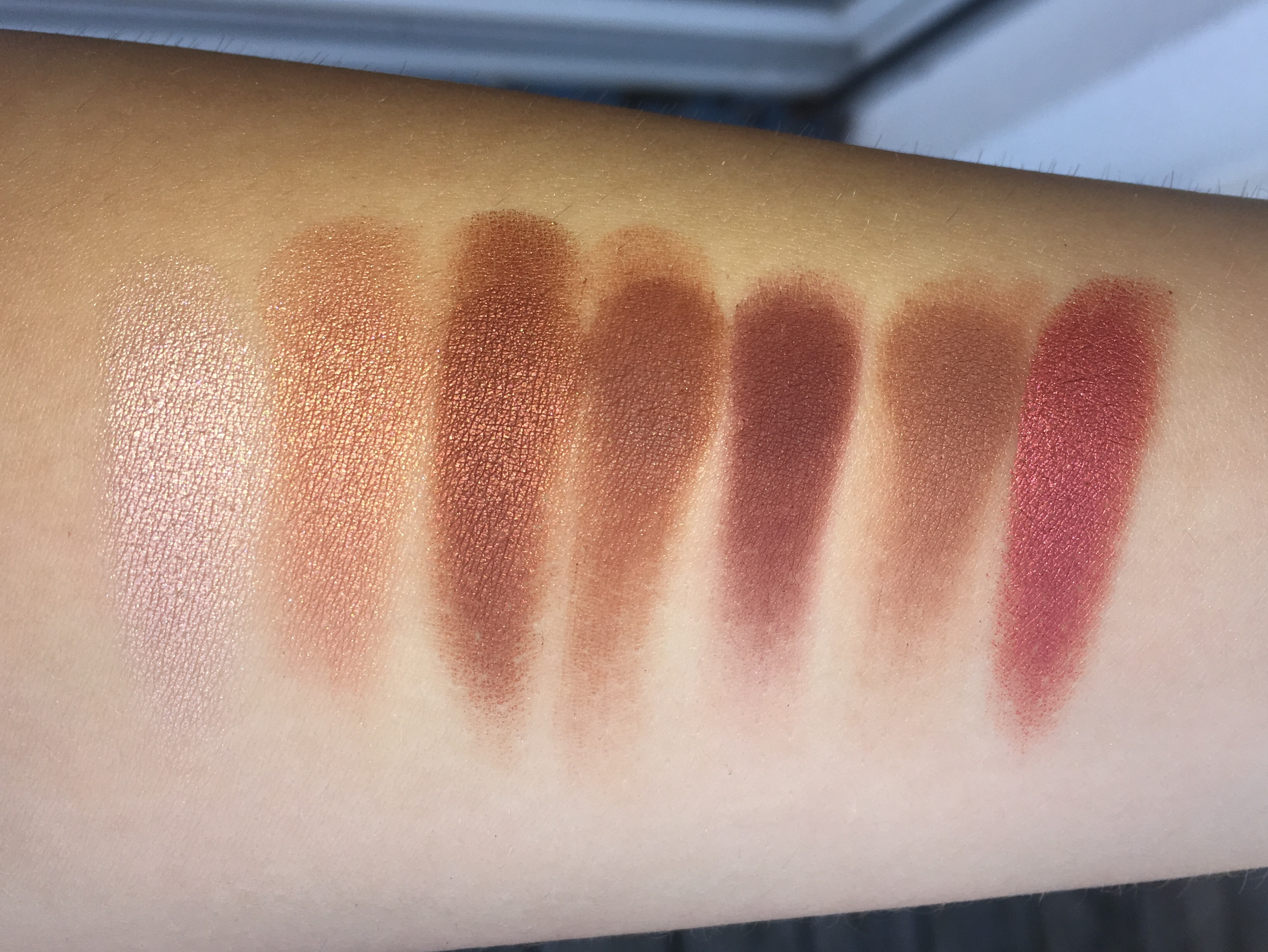 morphe-jaclyn-hill-eyeshadow-palette-swatches-3