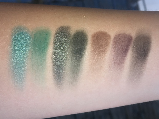 morphe-jaclyn-hill-eyeshadow-palette-swatches-5