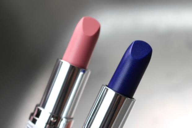p2_beauty_blues_makeupinflight_waterfall_lipstick_3