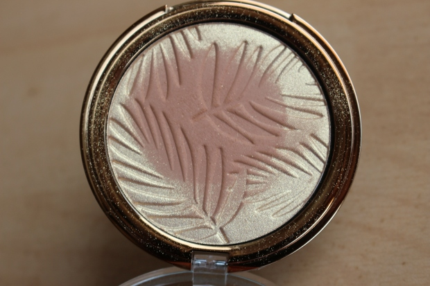 p2_bohemian_tropics_le_review_makeupinflight_summer_of_love_bronzing_powder_sun_tanned_3